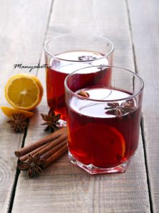 Напиток каркаде с пряностями и лимоном