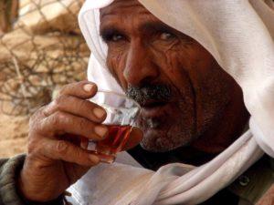 Египтянин пьет чай