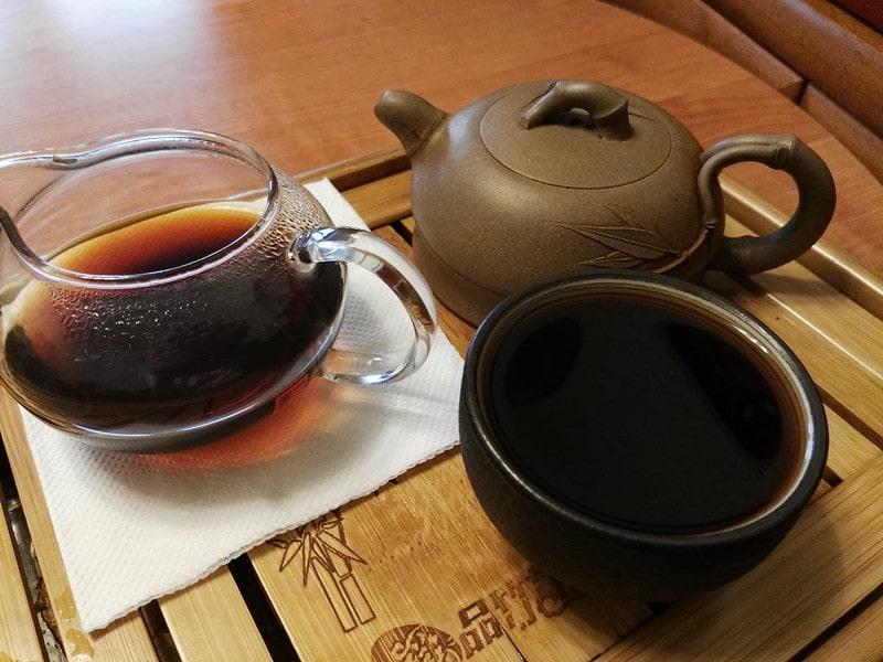 Чай пуэр на подносе
