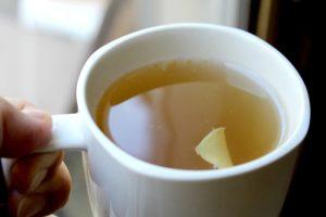 имбирный чай в кружке