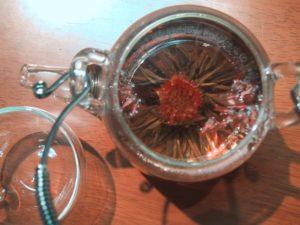 Связанный цветочный чай