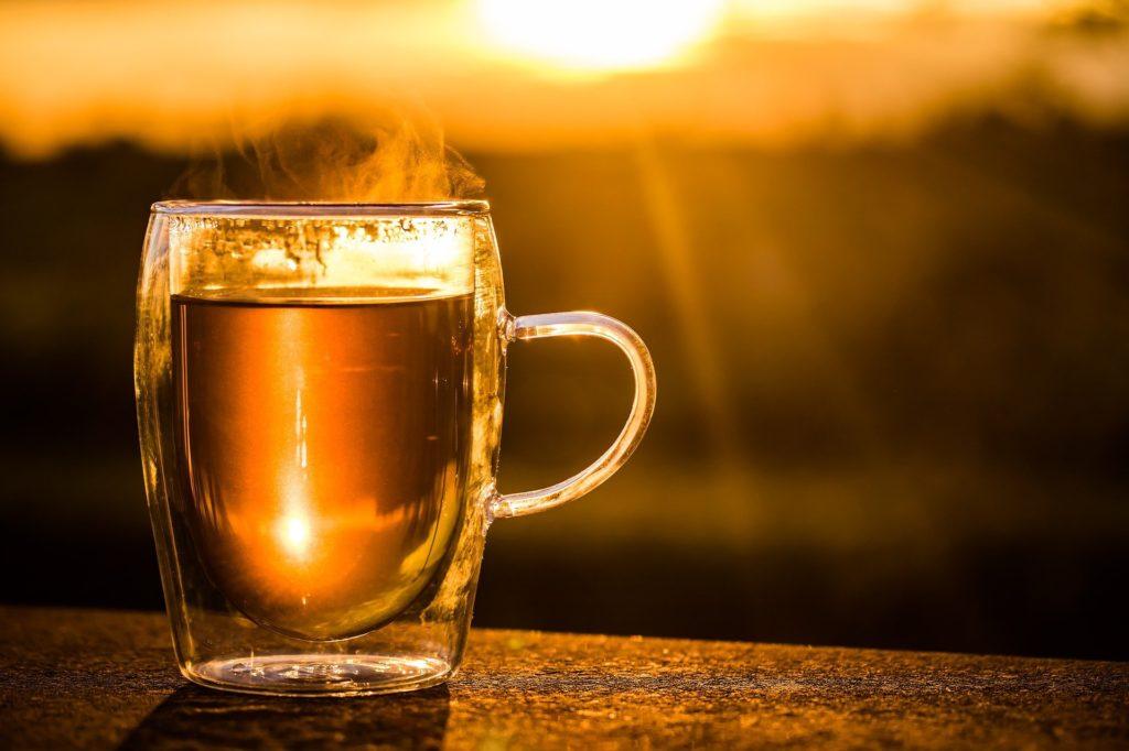 Горячий чай летом в жару