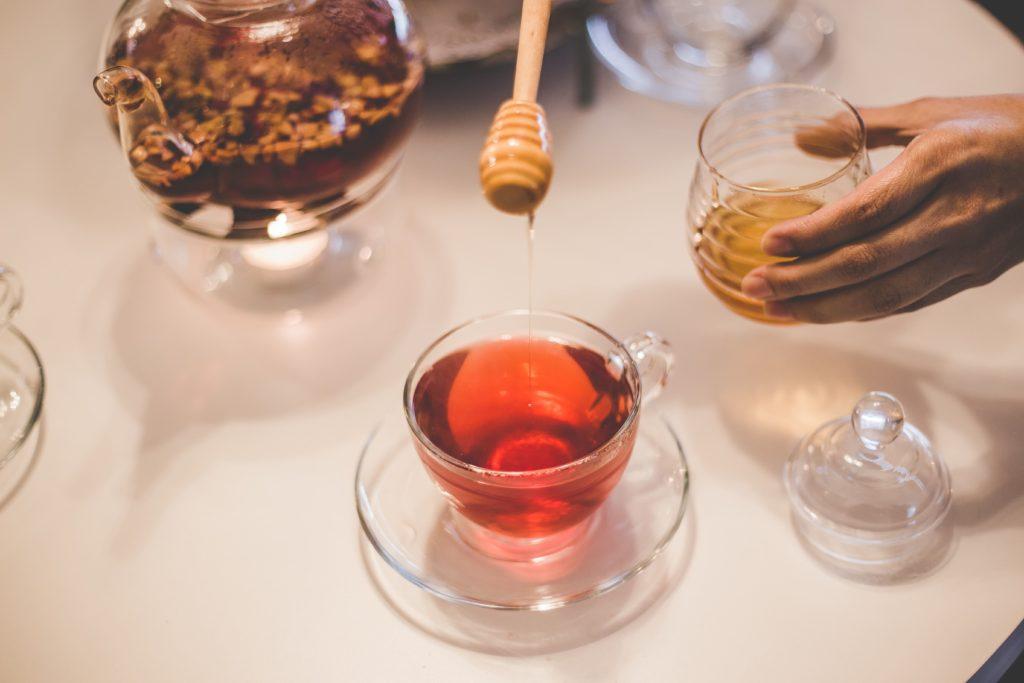 Мед добавить в чай