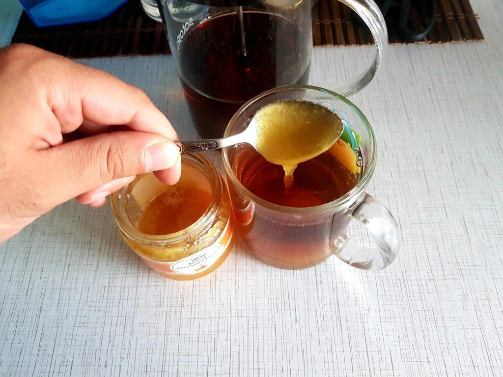 Ложка меда в чай