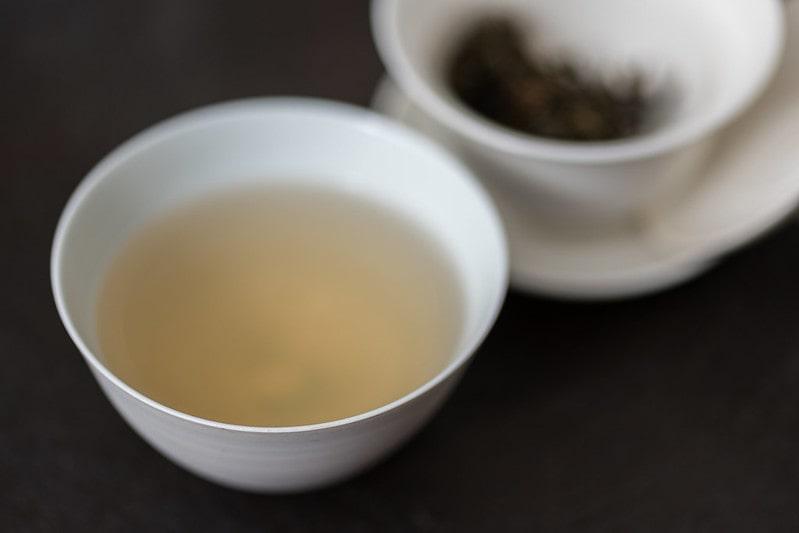 чаша с зеленым чаем