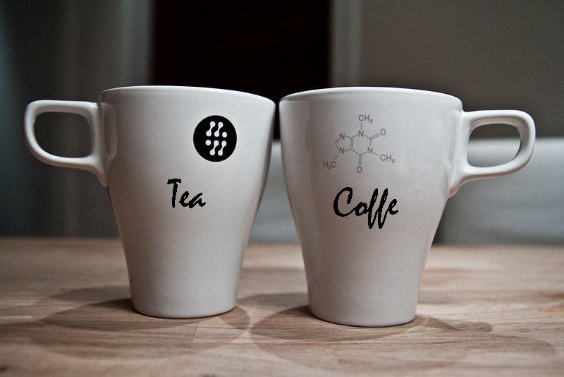 кружки чая и кофе