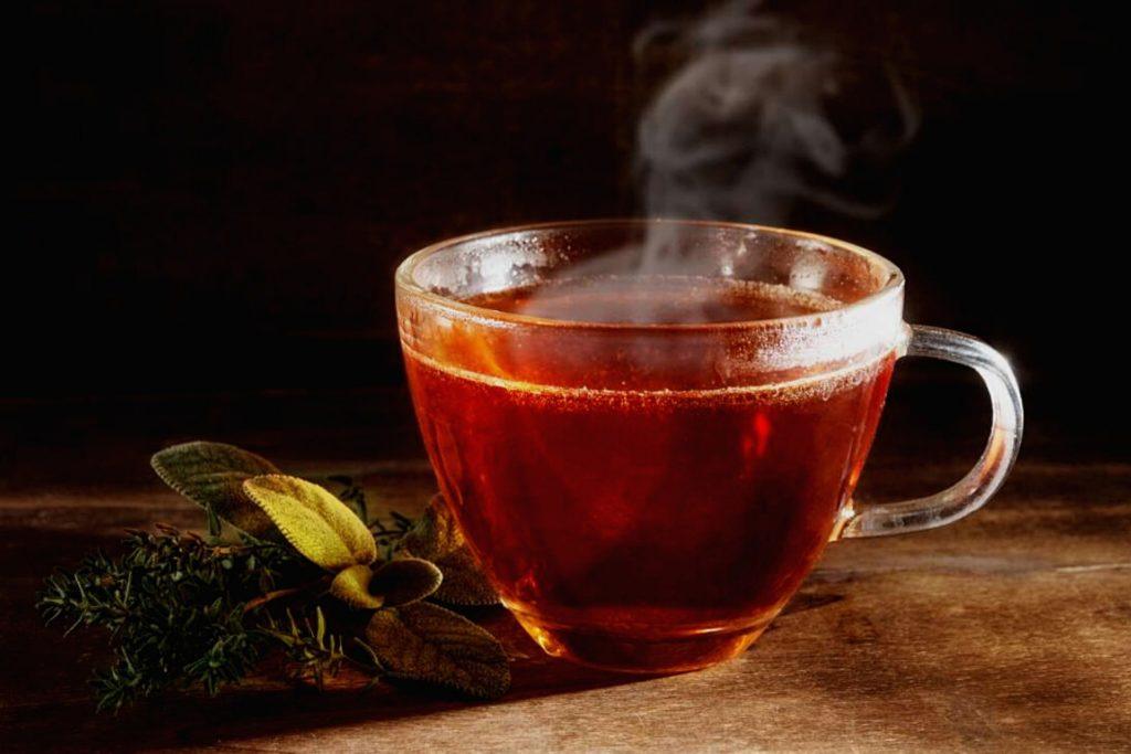 кружка с красным китайским чаем