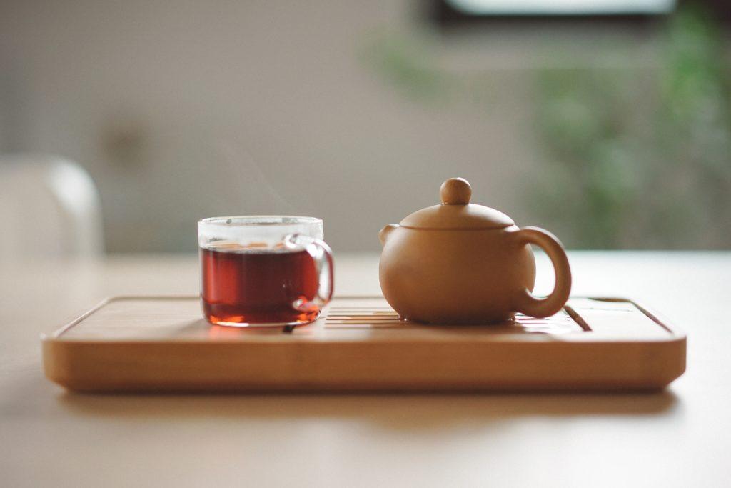 Глиняный чайник и кружка