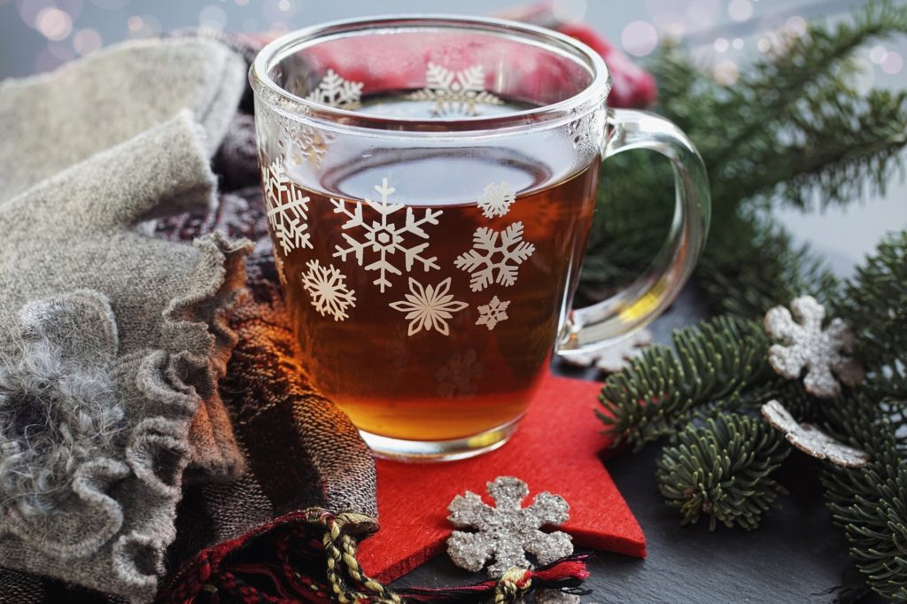 Кружка с чаем зимой