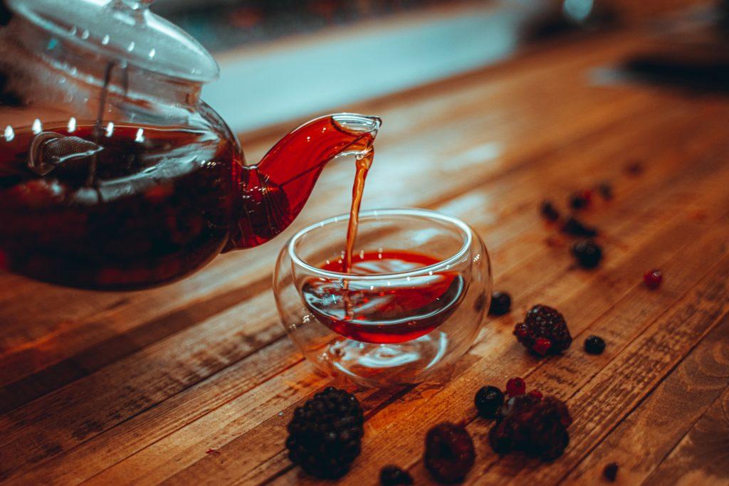 малиновый чай из ягод