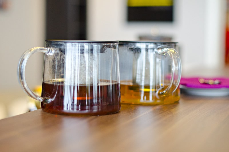 Черный и зеленый чай заваренные